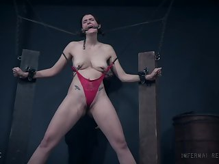 Skinny babe Sosha Belle suspended in mid air and pussy misused