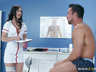 Latina bombshell nurse Alina Lopez rides her patient insusceptible to the table