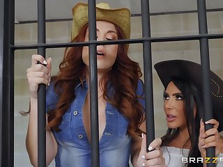 Lela Star & Molly Stewart make lesbian have a crush on almost the prison