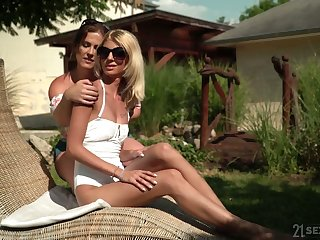 Experienced nance Missy Luv gives a good cunnilingus down sex-appeal girlfriend