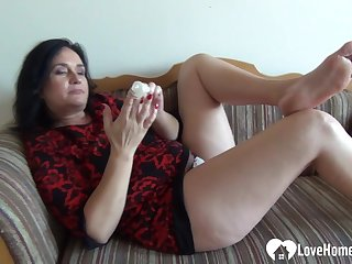 Mama I´d Like Just about Enjoyment from babe pleasures herself while being recorded
