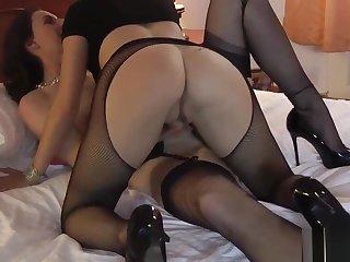 Mature lesbo in stockings