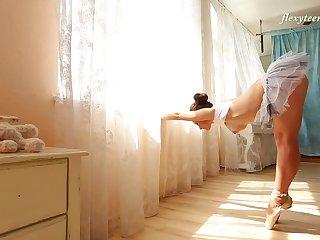 Sexy flexible ballerina Nino Belover and her really amorous solo show