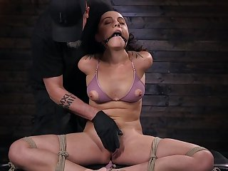 Submissive girlfriend Roxanne Rae gives her self give the BDSM expert