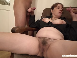 Chubby dabbler slut licks ass of yoke men and gets covered with cum