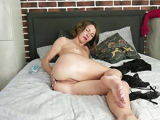 Nice tits and pussy Natasha Polynesia drops her panties to tease